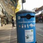 Bac de recyclage multi-matières en bordure de rue – Plaza St-Hubert à Montréal